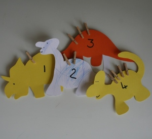 Dinosaur peg counting game