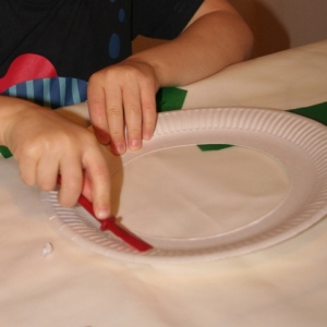 Glueing paper plate