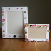 Button photo frames