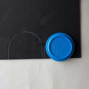 Draw round lid x 2