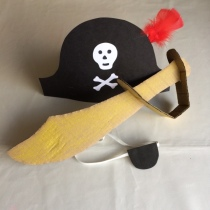 Pirate hat, eye patch and sword
