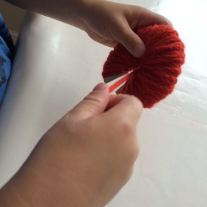 Wrapping wool round discs